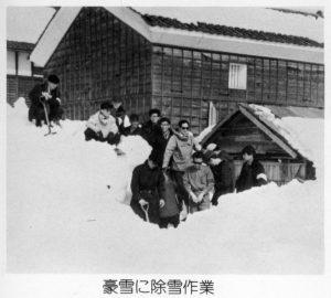 1963年 豪雪に除雪作業